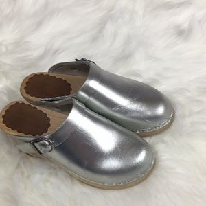 Little Girl Hanna Andersson Silver Clogs